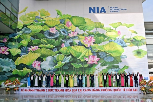 Mural paintings on lotus at Noi Bai International Airport inaugurated hinh anh 1