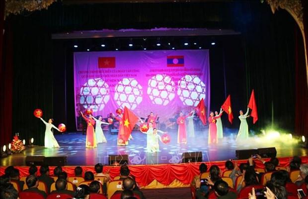 Art performance promotes Vietnam-Laos special friendship hinh anh 1