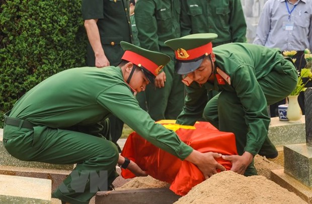 Deputy PM orders completion of national database on fallen soldiers hinh anh 1