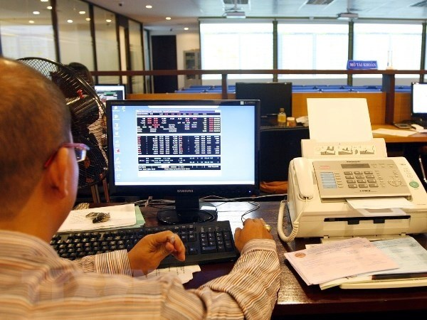 New circular on securities-related service prices issued hinh anh 1