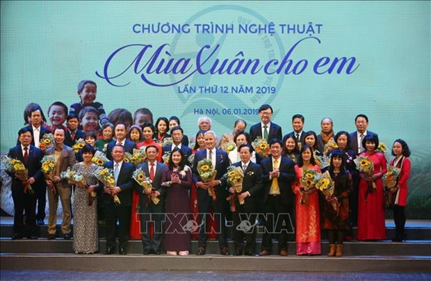 Outstanding donors for child care activities in 2018 honoured hinh anh 1