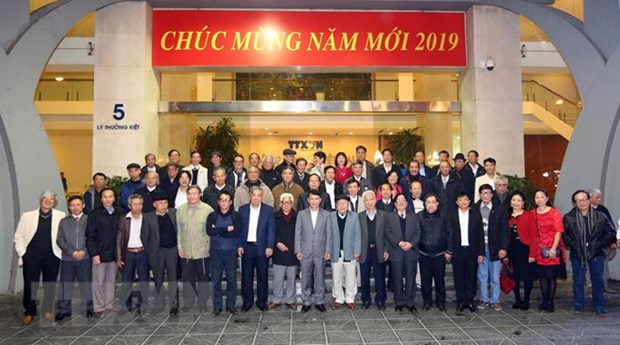 VNA's journalists recall hectic reporting from Cambodia hinh anh 1