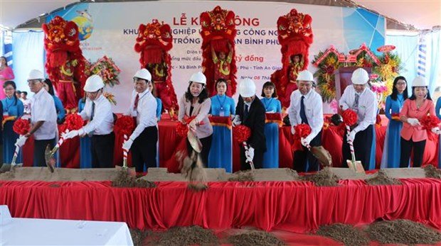 Work begins on Vietnam's largest tra fish farming project hinh anh 1