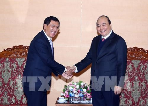 PM Nguyen Xuan Phuc hails Vietnam-Laos banking cooperation hinh anh 1