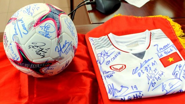 2018 AFF Cup champion's keepsakes auctioned to raise funds hinh anh 1