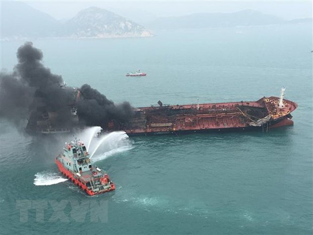 Body of missing crewman on oil tanker fire found hinh anh 1