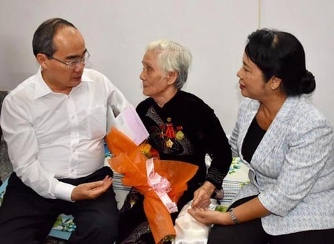 HCM City brings warm Tet to policy beneficiaries, poor people hinh anh 1