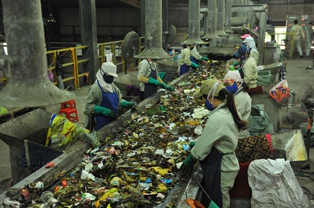 Vietnam, Japan cooperate in solid waste treatment hinh anh 1