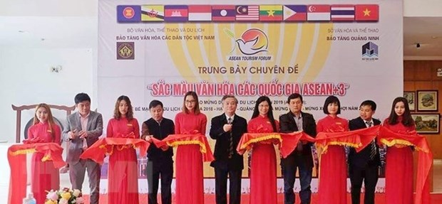 Cultures of ASEAN and dialogue partners exhibited in Quang Ninh hinh anh 1