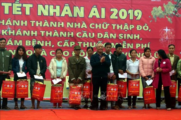 Activities held to bring warm Tet to policy beneficiaries, the poor hinh anh 1