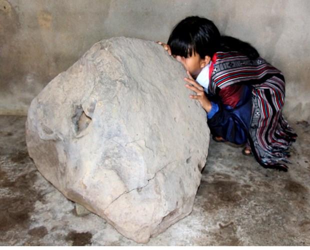 Quang Ngai: unique stone instrument found on Bui Hui grassland hinh anh 1