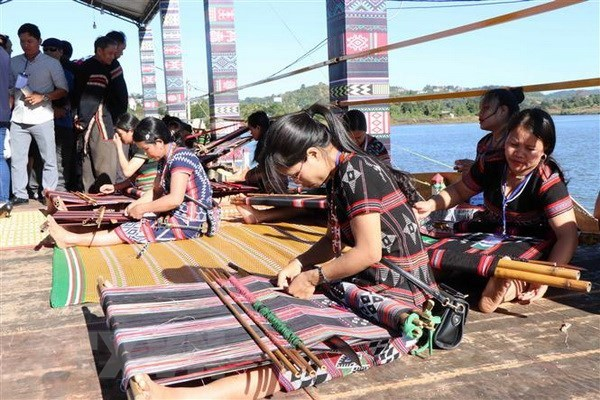 Programme honours value of Vietnam's brocade cultures hinh anh 1
