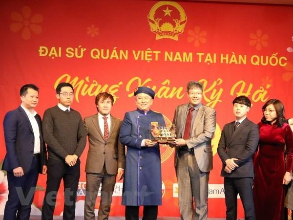 Overseas Vietnamese in Cambodia, RoK welcome Tet hinh anh 2