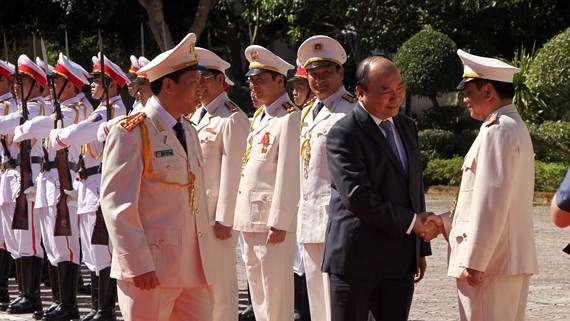 PM asks Dak Nong's police to ensure safety during Tet holiday hinh anh 1