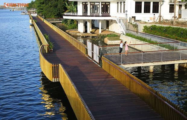 RoK-funded wooden walk along Huong river inaugurated hinh anh 1