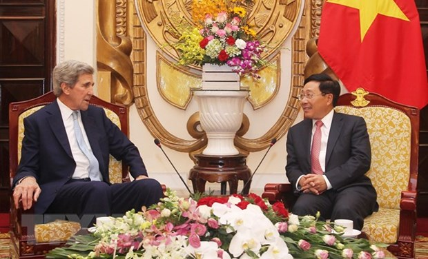 Senior officials welcome former US Secretary of State in Hanoi hinh anh 1