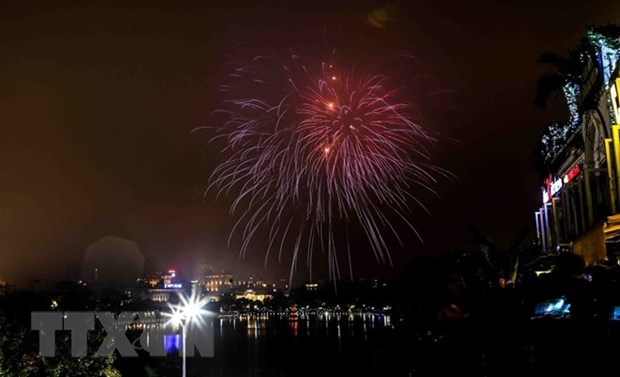 Hanoi to welcome Lunar New Year with fireworks shows hinh anh 1