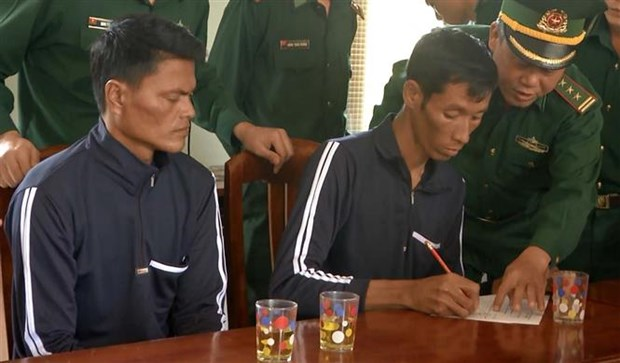 Two Philippine sailors rescued in Binh Dinh hinh anh 1