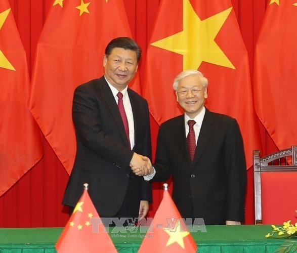 Leaders of Vietnam, China exchange greetings on diplomatic ties anniversary hinh anh 1