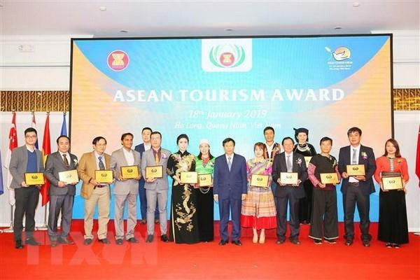 Vietnam wins 15 ASEAN tourism awards hinh anh 1