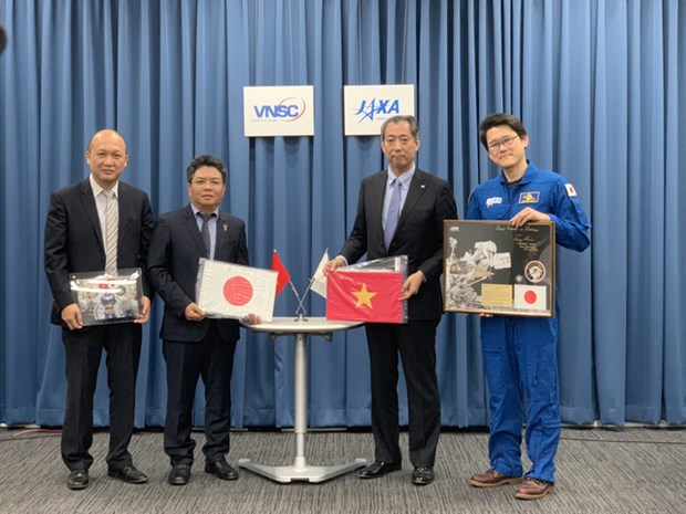 Vietnam receives objects from Japan for display at space museum hinh anh 1