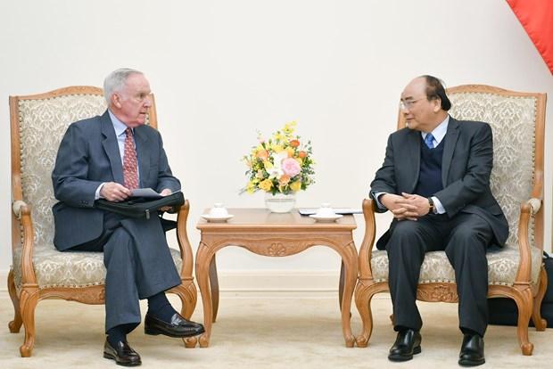 PM Nguyen Xuan Phuc receives former first US Ambassador hinh anh 1