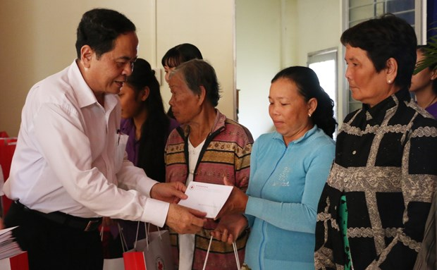 Fatherland Front leader pays pre-Tet visit to An Giang province hinh anh 1