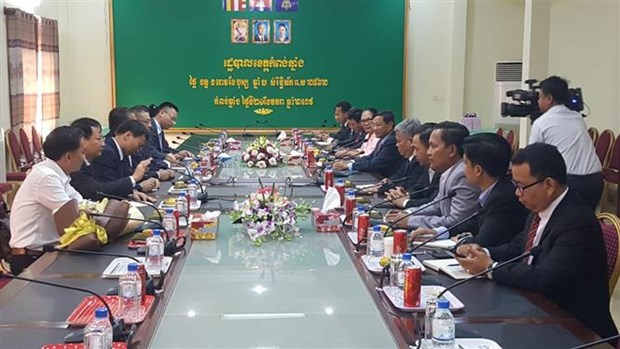 Embassy supports Vietnamese Cambodians in Tonle Sap Lake hinh anh 1