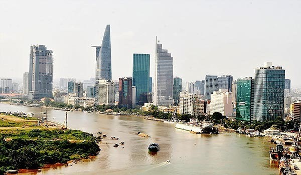 HCM City decentralises power to departments, local administrations hinh anh 1