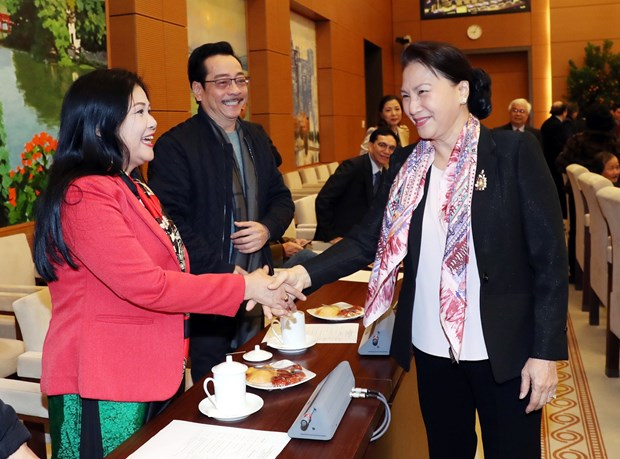 Top legislator meets writers, artists on Lunar New Year hinh anh 1