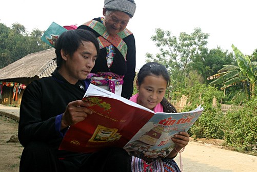 Publications offered to ethnic-inhabited, mountainous regions hinh anh 1