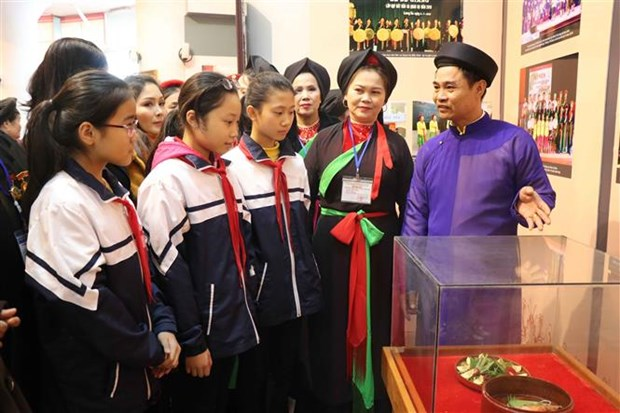 Exhibition spotlights traditional Quan ho singing in modern context hinh anh 1