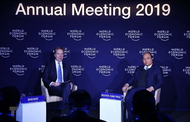 PM Phuc, WEF President join particular dialogue on Vietnam in Davos hinh anh 1