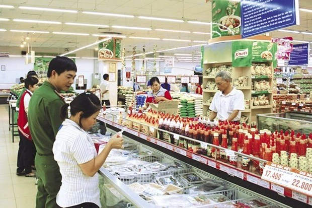 Hanoi works to ensure food safety during Tet hinh anh 1