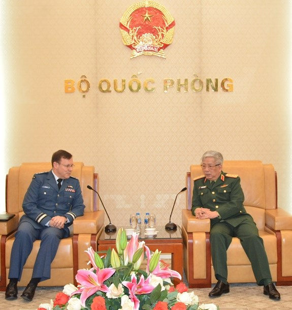 Vietnam, Canada promote defence ties hinh anh 1