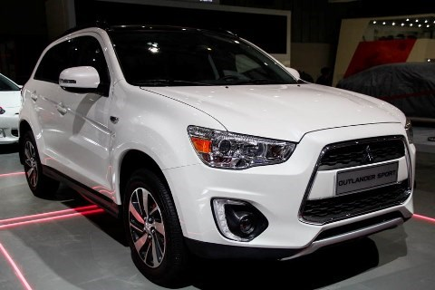 Mitsubishi Outlander Sports cars recalled for door lock faults hinh anh 1