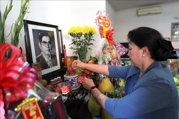 NA Chairwoman commemorates former Party, State leaders hinh anh 1