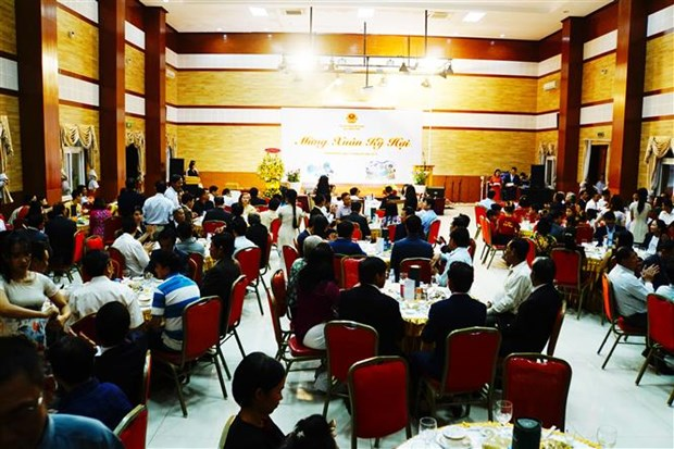 Vietnamese expats in Cambodia enjoy warm Tet hinh anh 1
