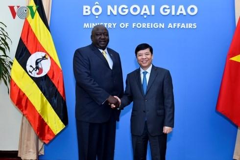 Diplomatic officials seek measures to boost Vietnam-Uganda ties hinh anh 1