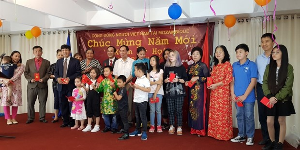 Celebrations in Italy, Mozambique to welcome traditional Tet hinh anh 2