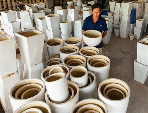 Ceramic producers seek to sustain exports hinh anh 1
