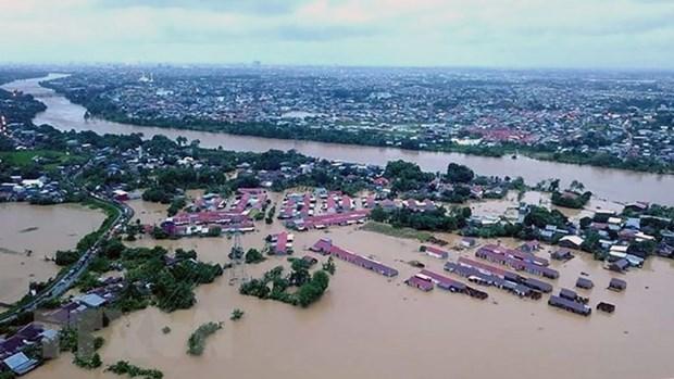 Indonesia's floods, landslides claim at least 68 lives hinh anh 1