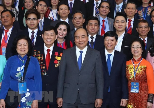Prime Minister meets overseas Vietnamese joining Homeland Spring programme hinh anh 1