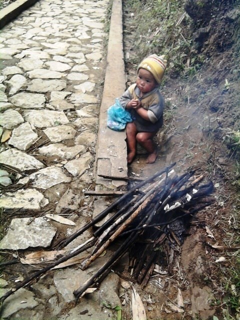 6.3 billion VND in assistance for impoverished ethnic children, families hinh anh 1