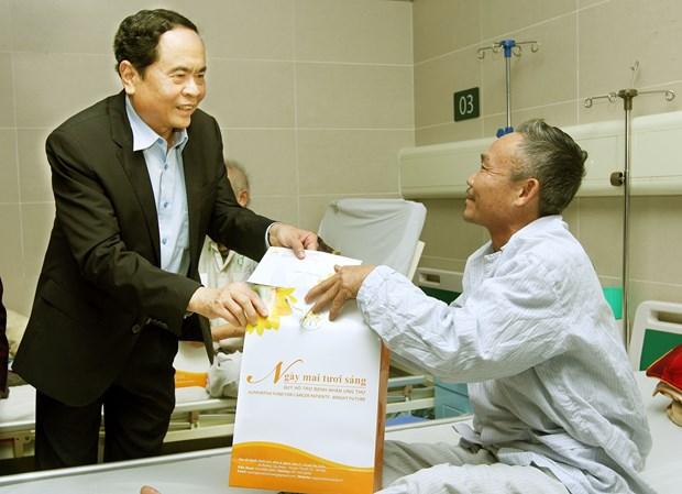 Support for low-income cancer patients ahead of Tet hinh anh 1