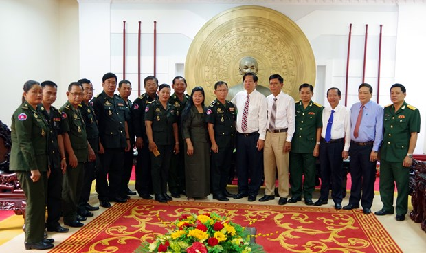 Cambodian officials share New Year joy with Soc Trang province hinh anh 1
