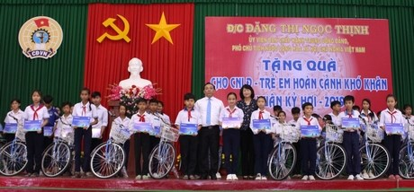 Vice President attends celebration of Party anniversary in Vinh Long hinh anh 1