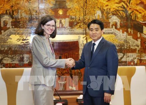 Hanoi leader receives new Canadian ambassador hinh anh 1