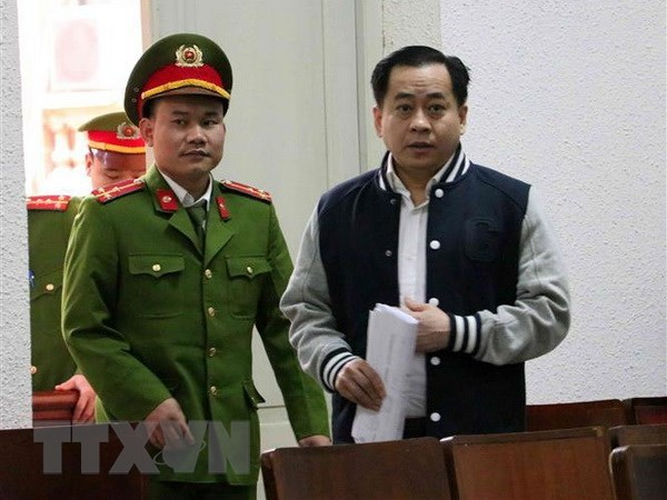 Former public security officers proposed jail terms of 30 months-15 years hinh anh 1