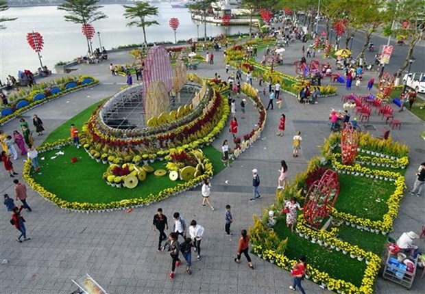 Da Nang anticipates 332,500 tourist arrivals during Tet hinh anh 1